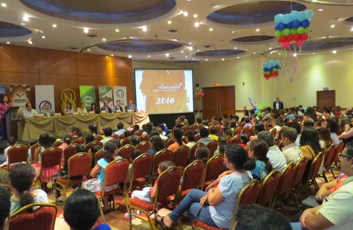 Entrega de becas Programa Nobis Educando 2016